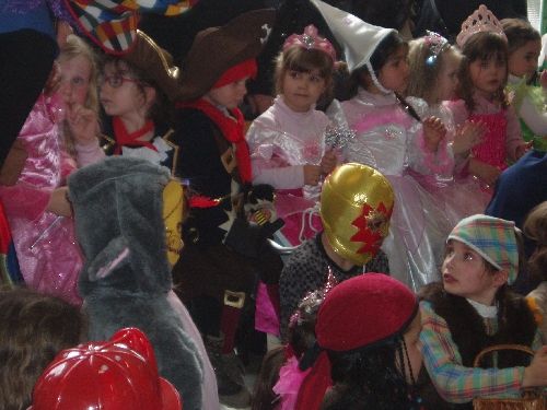 http://sd-2.archive-host.com/membres/images/11378610225782703/carnaval_2011/carnaval_persos02.jpeg