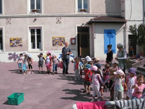 http://sd-2.archive-host.com/membres/images/11378610225782703/pique_nique_maternelle_2011/pique_nique_maternelle_juin_2011_4.jpg